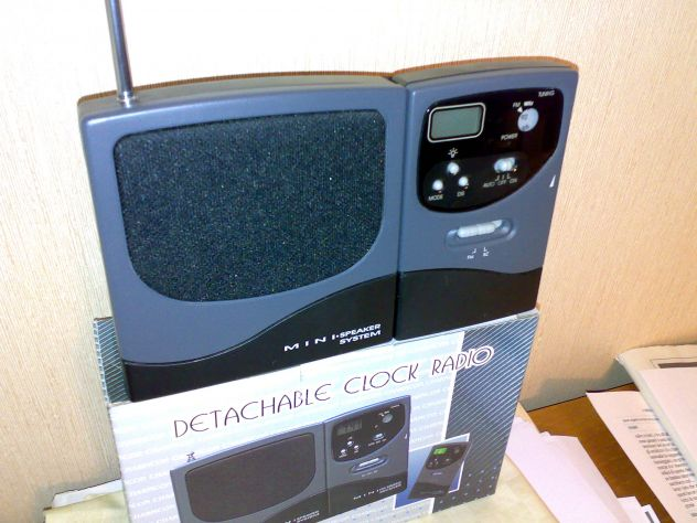 DETACHABLE CLOK RADIO