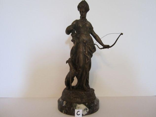 Antico bronzo di diana cacciatrice