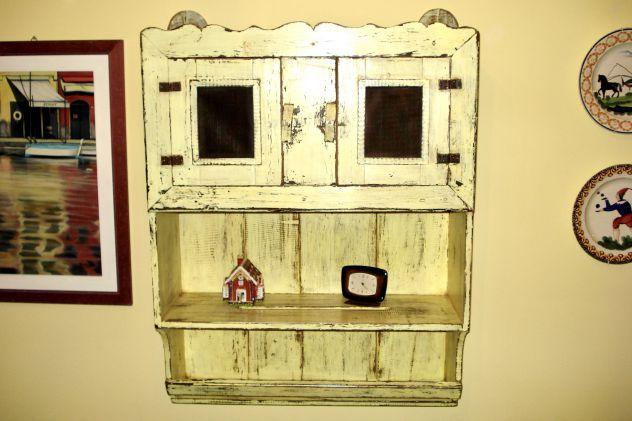 ANTICA CREDENZA VETRINETTA FINE 800 in legno massello. Laccatura originale