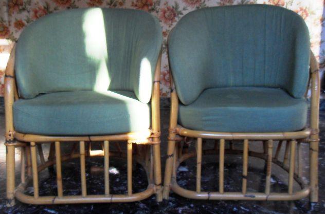 Sedie Ufficio Forli : Due sedie in vimini con imbottitura di tessuto verde come