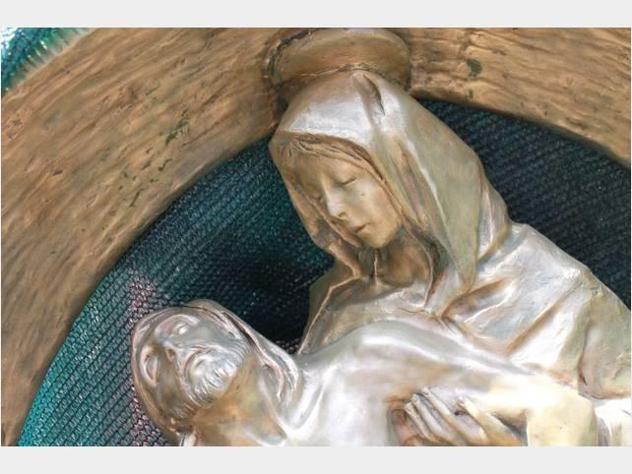 Statua di bronzo - LA PIETA. firmata dell'angelo m