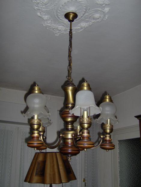 Lampadario antico in legno annunci vercelli for Compro arredamento usato