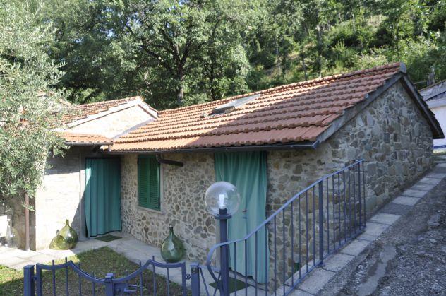 Bibbiena vicinanze casetta in pietra con giardino  €. 78.000