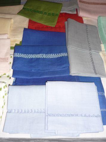 Tovaglie,asciugamani,grembiuli,centrini ricamati o dipinti a mano - Foto 6