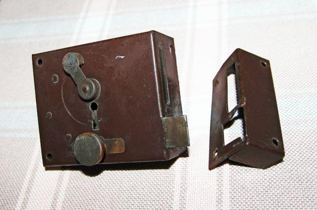 ANTICA SERRATURA DA APPLICARE con chiave - FUNZIONANTE - Foto 2