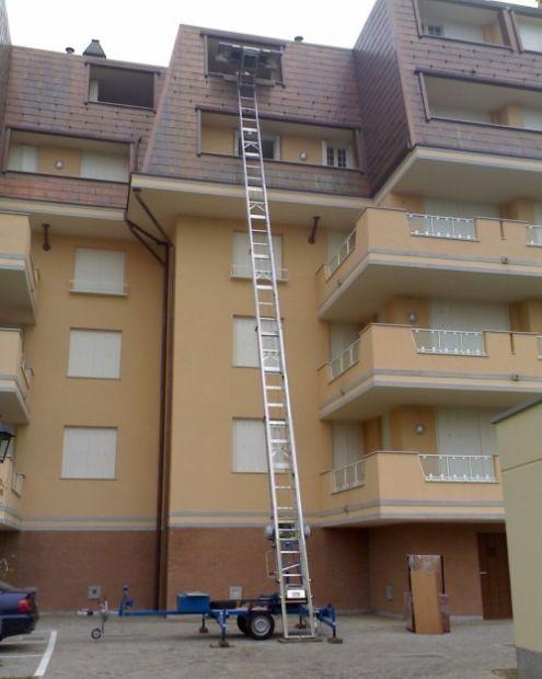 Noleggio scala autoscala per traslochi ed edilizia