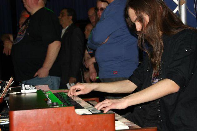 Organo Hammond/Piano/Tastiere/Basso in cerca di situazioni professionali