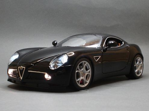 Modellino Alfa Romeo 8C 1:18 Xenon