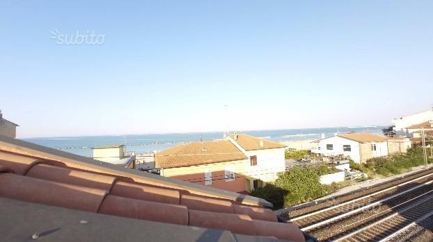 Appartamento a 50 metri dalla spiaggia, posto auto
