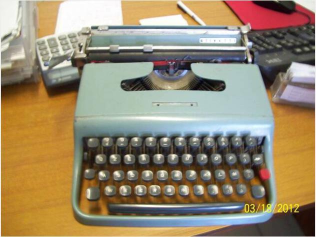 Macchina da scrivere Olivetti lettera 22 ed Hermes