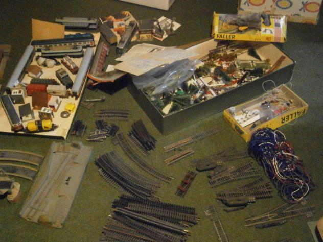Materiali ex Plastico trenino artigianale anni '70+ treni ecc.