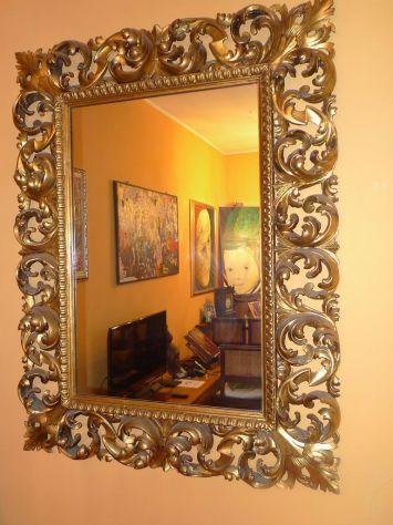 Specchiera con cornice dorata