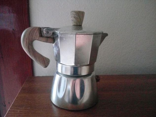 Bella caffettiera grigia