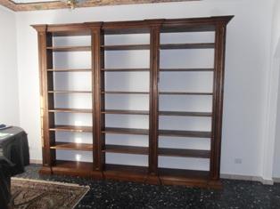 Libreria in legno antico su misura annunci padova for Immagini librerie d arredamento