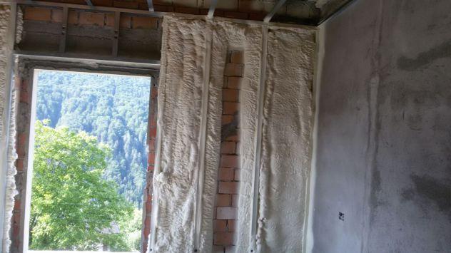 Isolamento termico sottotetto/solaio, pavimenti e pareti- spruzzo e insufflaggio