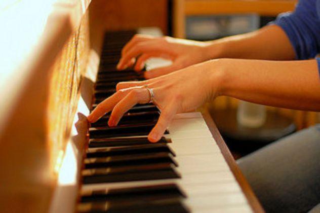Maestro di pianoforte per lezioni private a Pavia - Annunci