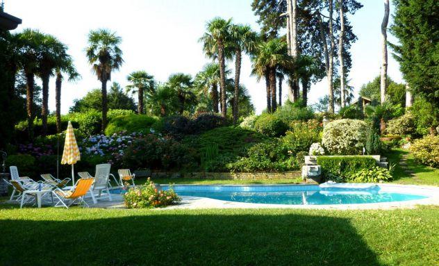 Vendesi prestigiosa villa con piscina, due appartamenti, totalmente arredata. - Foto 2
