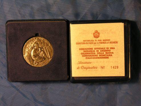 MEDAGLIA D 'ARGENTO REPUBBLICA SAN MARINO 1982
