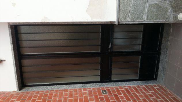 Porte interne buono stato colore mogano e bianche con maniglie/vetro - Foto 3