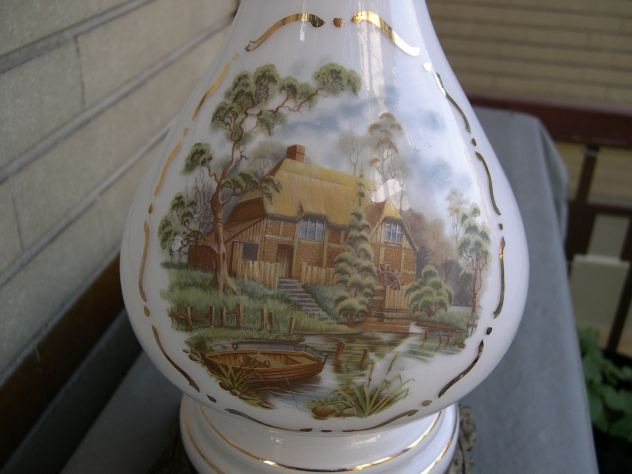 Antiche lampade a petrolio in opaline con dipinti a mano annunci