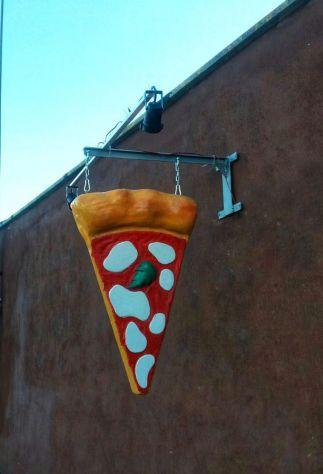 Insegna pizza: spicchio di pizza a bandiera in vetroresina luminosa a TORINO - Foto 2