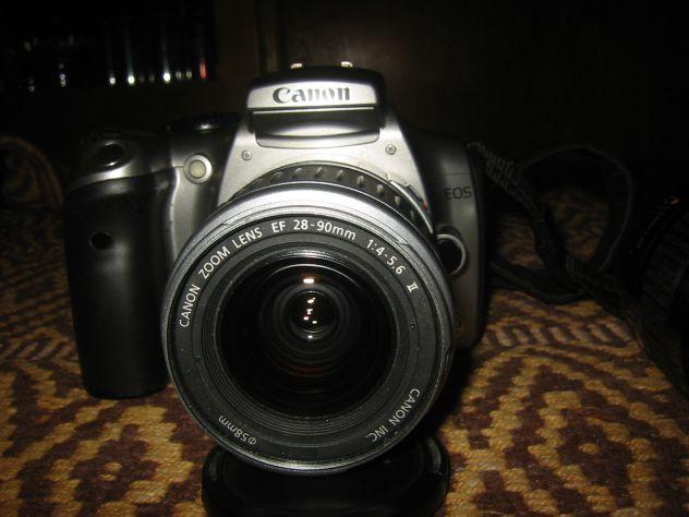 Fotocamera digitale Canon EOS 300D con obiettivo ......