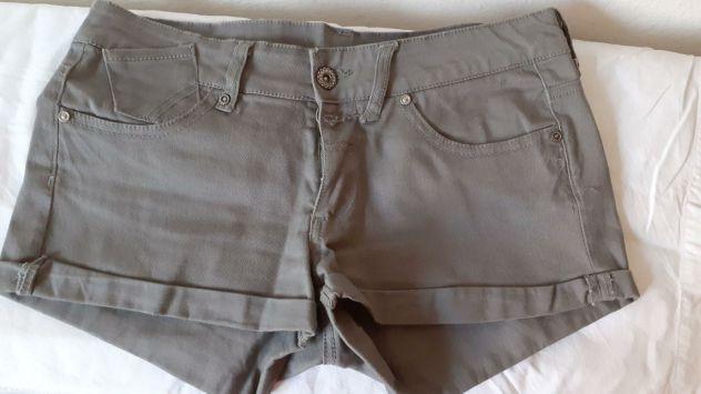Pantaloncini corti grigi