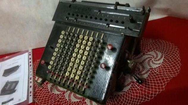Rara e antica macchina d'epoca da calcolo meccanica