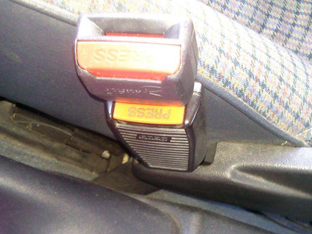 seleziona per ufficiale alta qualità comprare a buon mercato Gancio per annullare cicalino allarme cinture di sicurezza ...