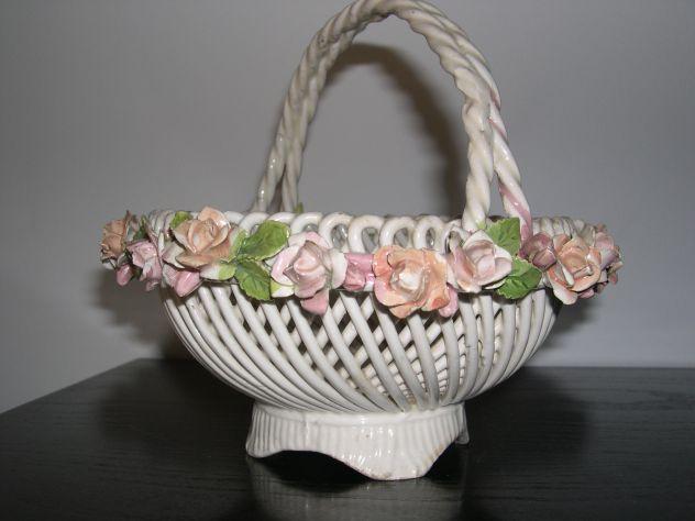 Antico cestino in ceramica porcellana, crespina in ceramica