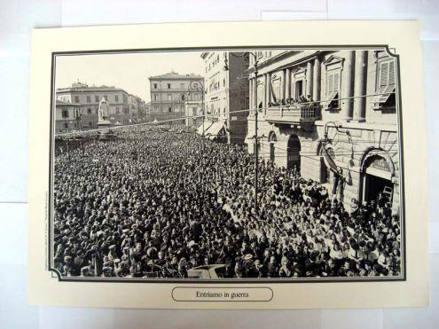 Riproduzione foto a Livorno titolo-ENTRIAMO IN GUERRA- serie - ANNI DI GUERRA