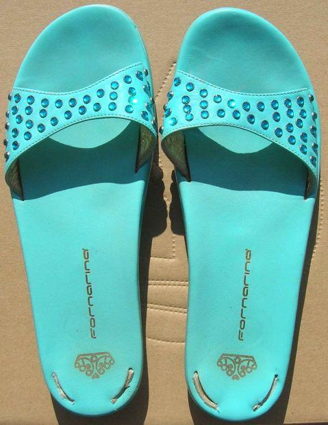 Fornarina ciabatte sandali donna numero 38 pelle colore celeste con brillantini.