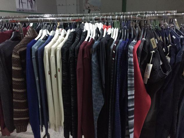 cerco stock di abbigliamento firmato