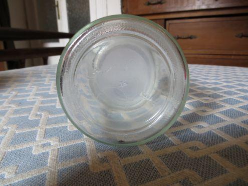 Vecchio vasetto in vetro