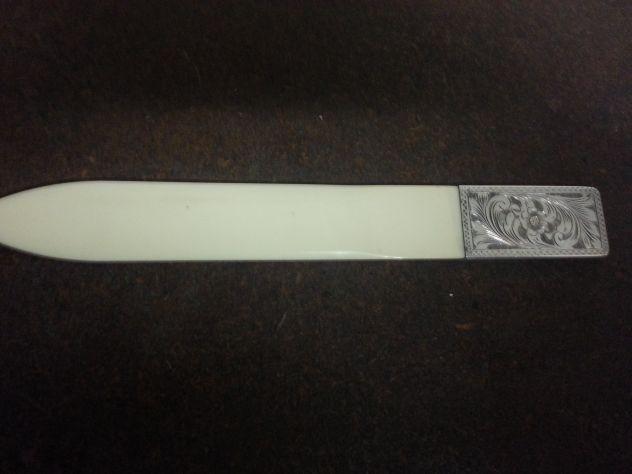 Tagliacarte apribuste in avorio e argento