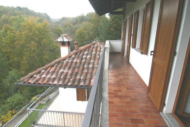 villa bifamiliare Sovazza di Armeno mq 140 Euro 290.000