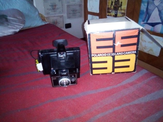 POLAROID E33 LAND CAMERA