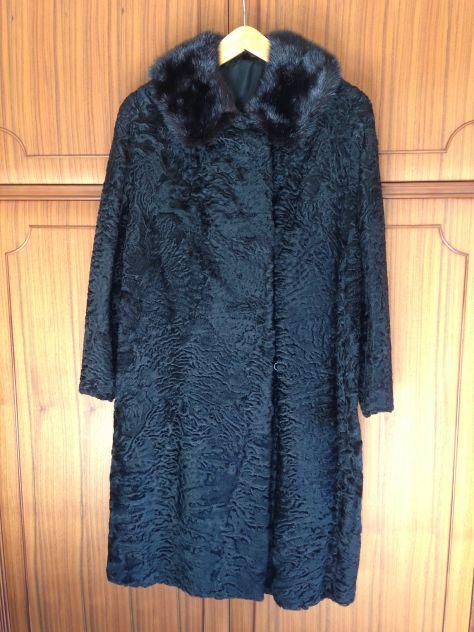Pelliccia di agnellino persiano nero