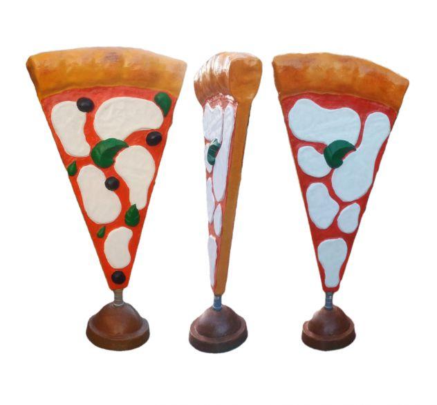 Insegna pizza: spicchio di pizza a totem in vetroresina a TORINO