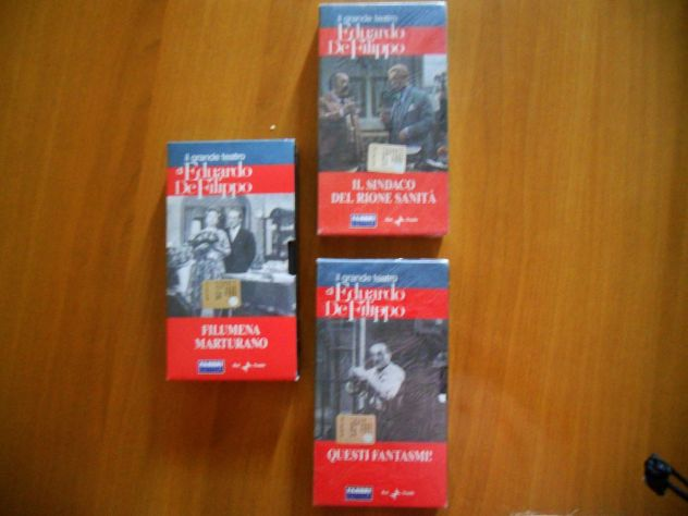 Commedie di E. Defilippo in VHS.