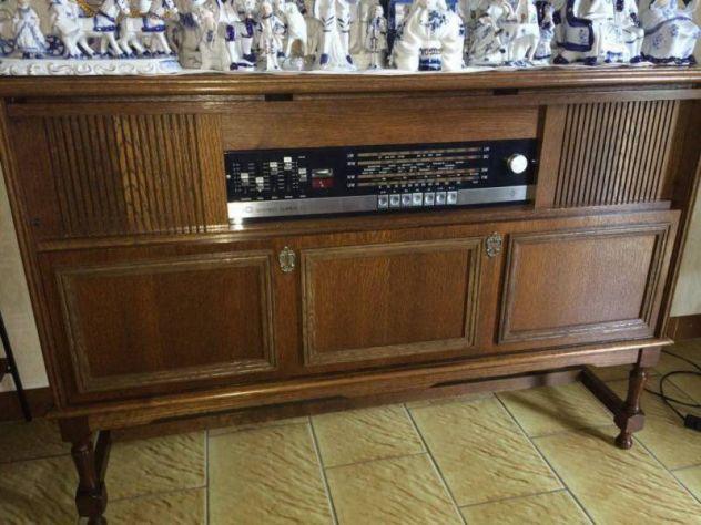 Radio con mobile antico