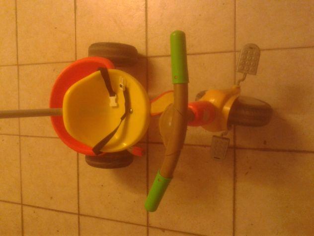triciclo con maniglione