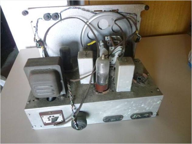 Radio a valvole d'epoca anni 40-50 Usato
