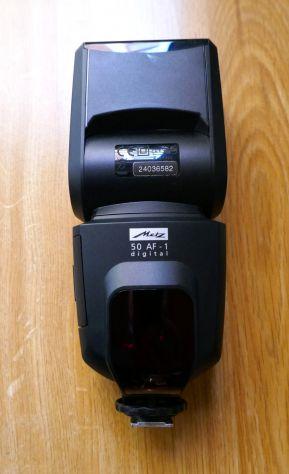 Vendo fotocamera completa NIKON D7000 con flash, obiettivo ecc.