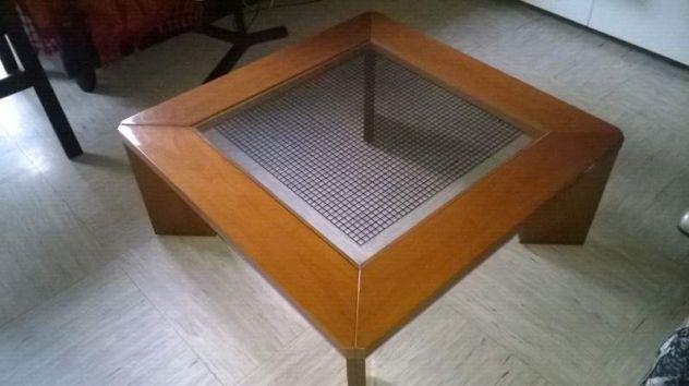 Tavolino di legno e vetro