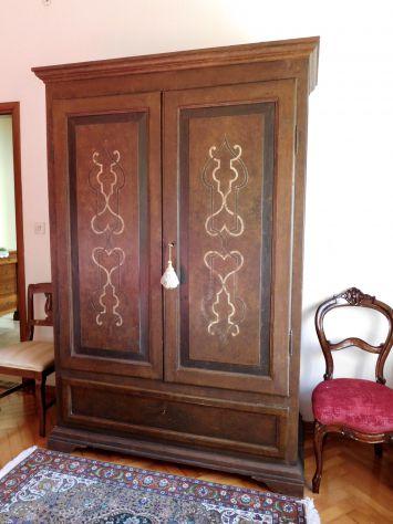 Antico Armadio Marchigiano primi 800 in legno massello tutto decorato a mano