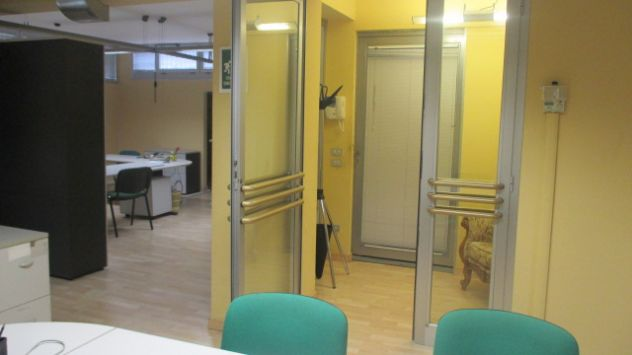 Locali per UFFICIO - STUDIO - arredati - open space - [A10]