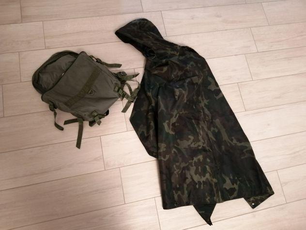 Poncio militare mimetico e zainetto tattico verde