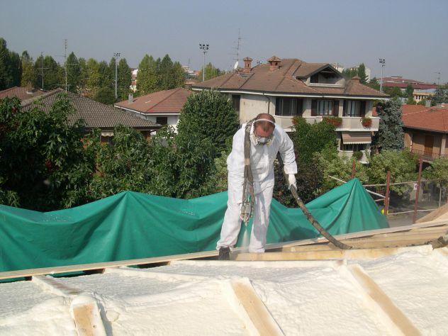 Insufflaggio poliuretano per tetti, solai, sottotetti, pavimenti e pareti