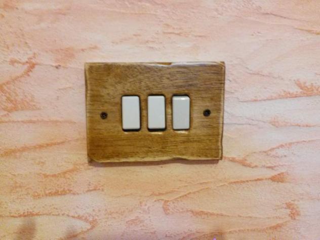 Placche in legno anticato bticino annunci oristano for Compro arredamento usato